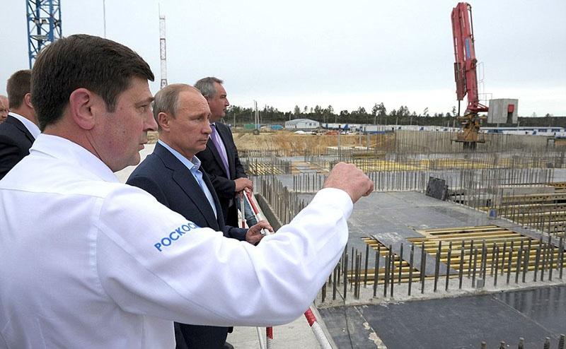 Президент Владимир Путин на месте строительства космодрома Восточный.