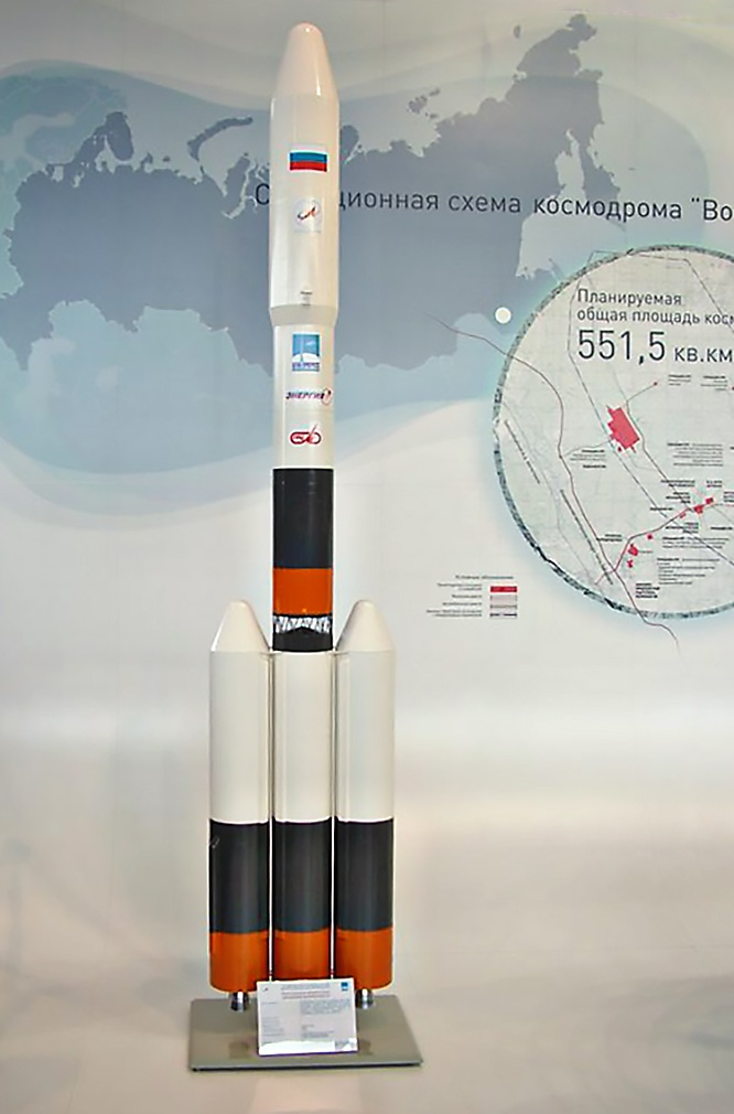 Изначально Восточный планировался в качестве стартового комплекса для новой ракеты-носителя «Русь-М».