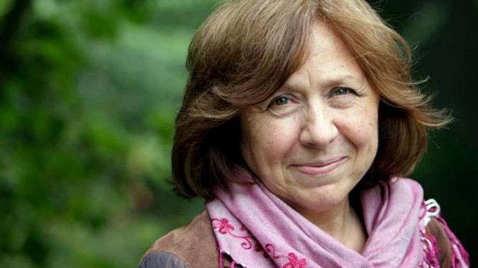 Не исключено, что формат цветной революции в Беларуси подсказало творчество Светланы Алексиевич, которая утверждала, что у войны не женское лицо.