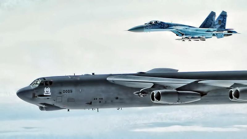 Бомбардировщики B-52 Stratofortress отрабатывают взаимодействие с украинскими истребителями в воздушном пространстве Украины.