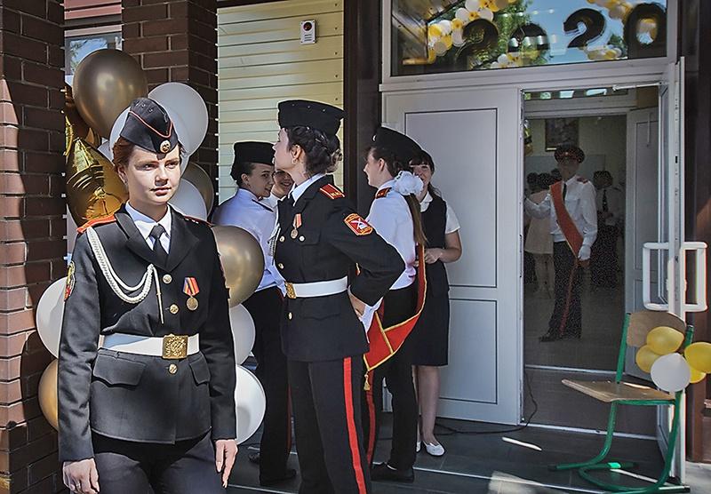 Приоритет в кадетском корпусе всегда отдаётся детям военнослужащих и детям из семей погибших.