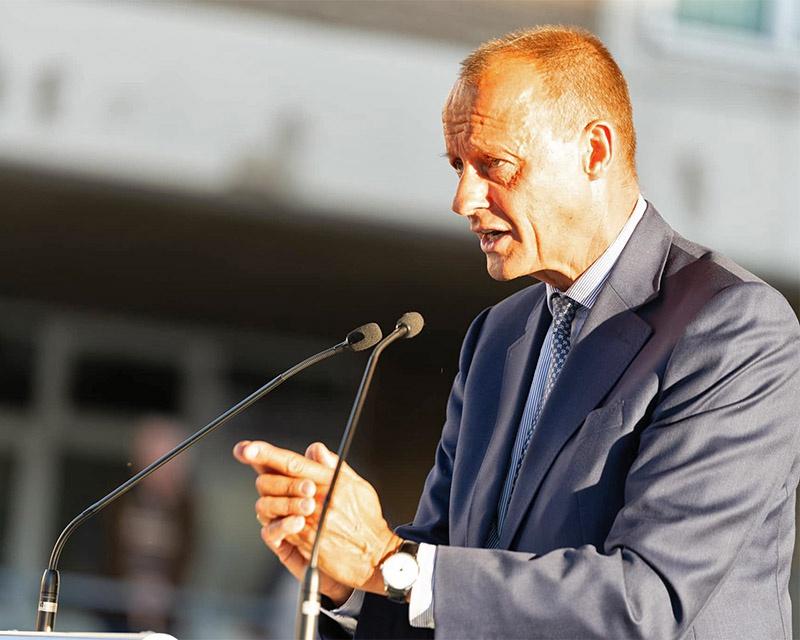 С требованием двухлетнего моратория на строительство российского газопровода выступил возможный преемник главы берлинского кабинета, представитель правого крыла ХДС Фридрих Мерц.