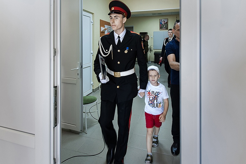 Старший сын Максима Владимировича планирует поступить в военное училище в Российской Федерации и по стопам отца стать офицером спецназа. Младшему сыну 6 лет, он ровесник Донецкой Республики.