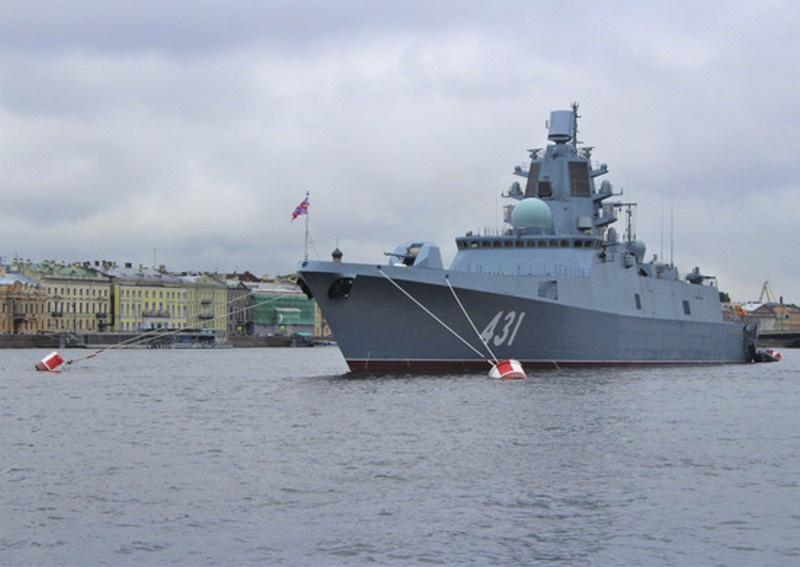 21 июля в Санкт-Петербурге состоялась церемония поднятия Андреевского флага на первом серийном фрегате проекта 22350 «Адмирал флота Касатонов».
