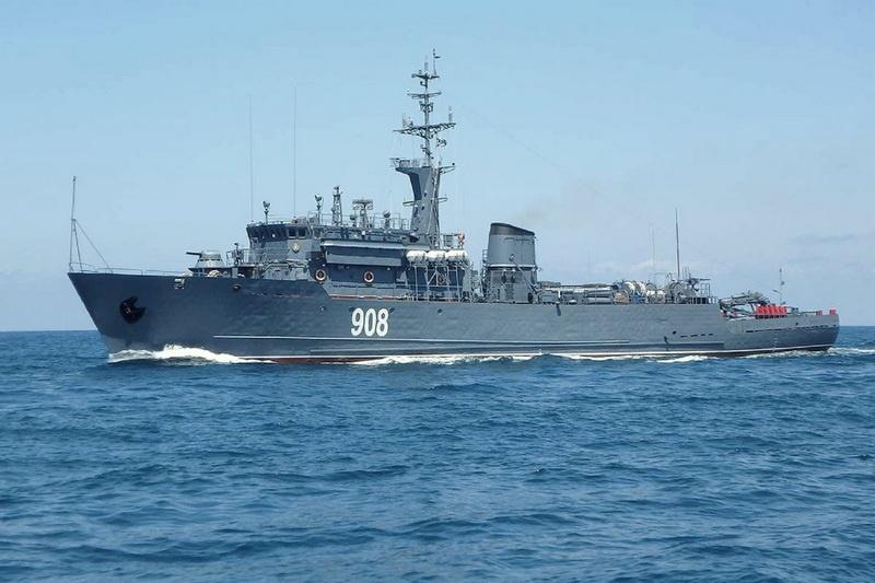 Первым в район условной минной опасности вышел морской тральщик «Вице-адмирал Захарьин».