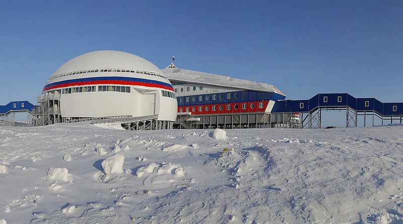 в Арктике - на островах Котельный, Земля Александры, Врангеля и мысе Шмидта - за 5 лет возведено 425 объектов общей площадью 700 тыс. кв. м.