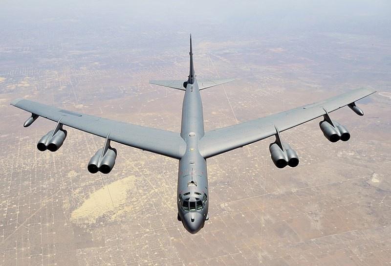 Бомбардировщики B-52, играют важную роль в сценариях прорыва «зоны запрета доступа», потому что они могут нести много самых разных видов ударного вооружения.