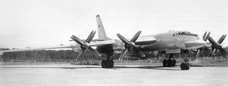 Стратегический межконтинентальный бомбардировщик Ту-95 К, разработанный в ОКБ А.Н. Туполева.