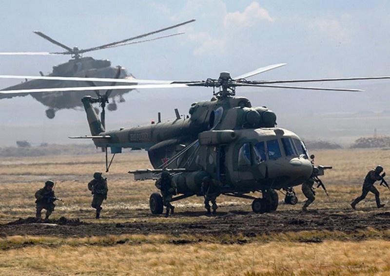 Штурмовики десантировались из вертолётов армейской авиации Ми-8.