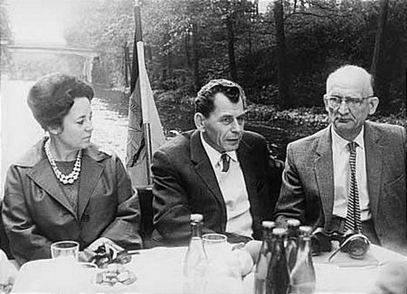 Борис Наливайко с женой Яниной и разведчик Рудольф Абель. Берлин, 1965 г.