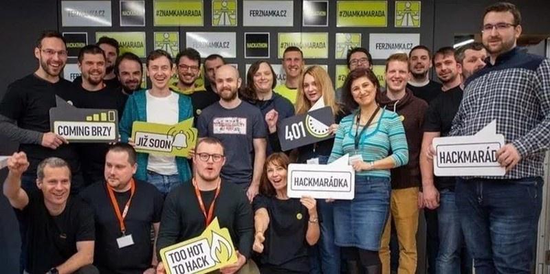Чешские программисты, сделав по госзаказу сайт бесплатно, помешали министру транспорта потратить на это 400 миллионов государственных чешских крон (почти 16 млн евро).