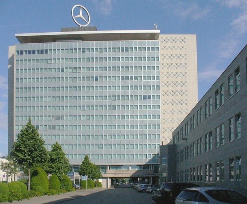 Штаб-квартира компании Daimler-Benz AG в Штутгарте-Унтертюркхайме. 1990 год.