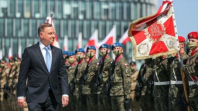 Варшава хочет опять перейти Березину. С Наполеоном, Гитлером или американцами