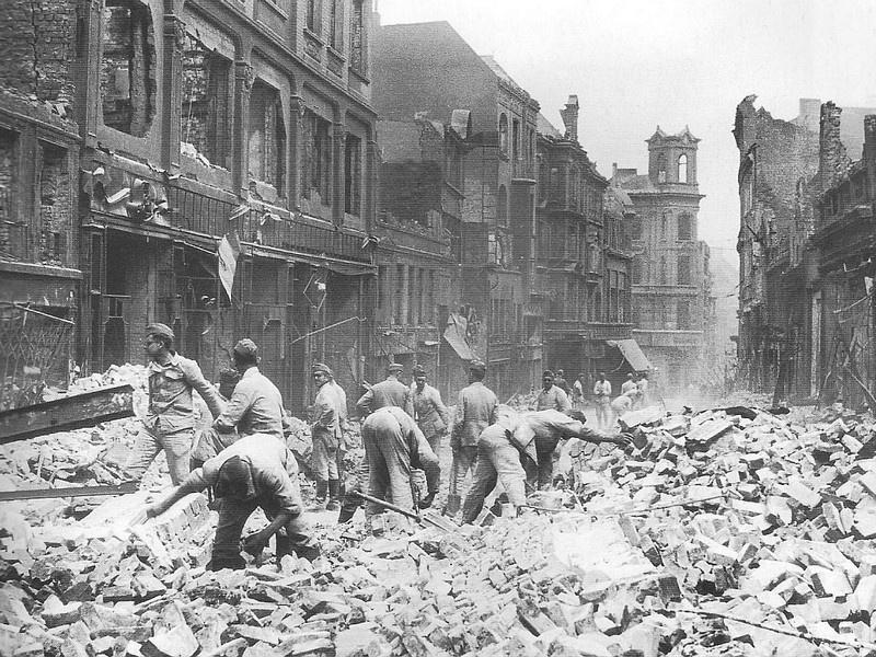 Всего за одну неделю бомбардировок Гамбурга с 25 июля по 3 августа 1943 года англо-американскими ВВС на этот немецкий город было сброшено около 9 тысяч тонн авиационных бомб.