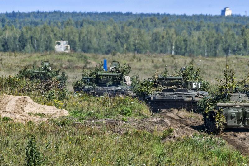 Масштабные тактико-специальные учения прошли одновременно на подмосковных полигонах Алабино и Головеньки, а также на учебных полях Центра боевой подготовки Мулино в Нижегородской области.