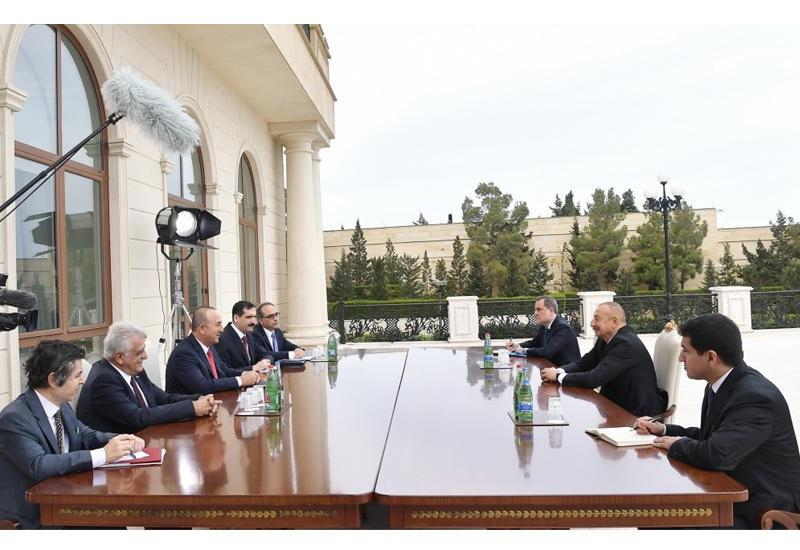 Ильхам Алиев на встрече с министром иностранных дел Турции.