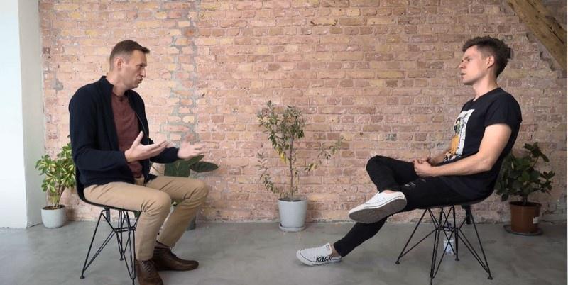 Навальный дудел Дудю подробности своего «отравления» и обвинил Путина, которому до него дела нет. А почему не Трампа или Меркель, которым его смерть «пришлась бы по вкусу»?