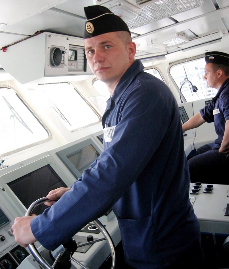 Когда в военно-морскую базу пришёл инновационный «Грачонок», командиром назначили именно Дениса Никитина.