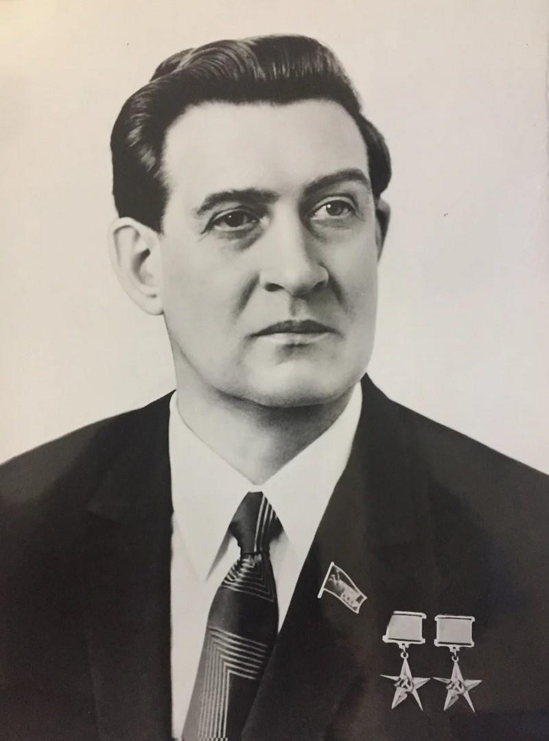 Кандидат в члены Политбюро, секретарь ЦК КПСС, дважды Герой Социалистического Труда В.И. Долгих.