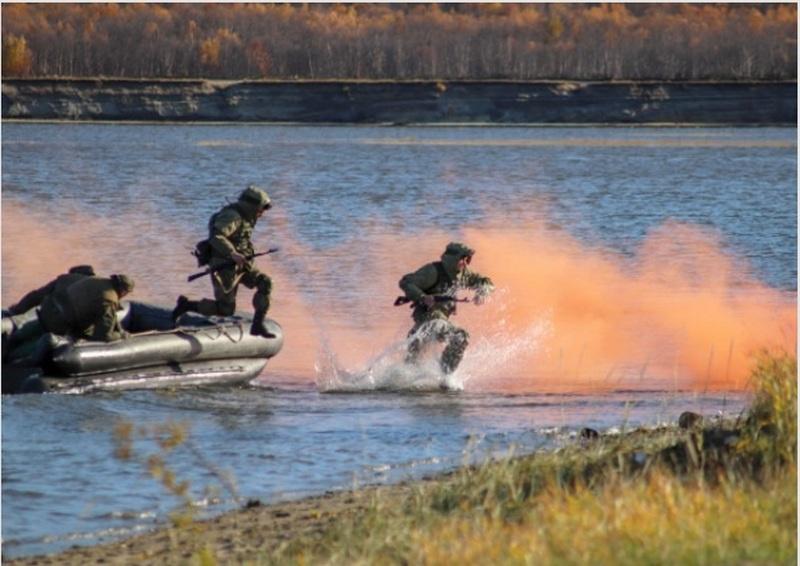 Манёвры морских пехотинцев Северного флота в Мурманской области.