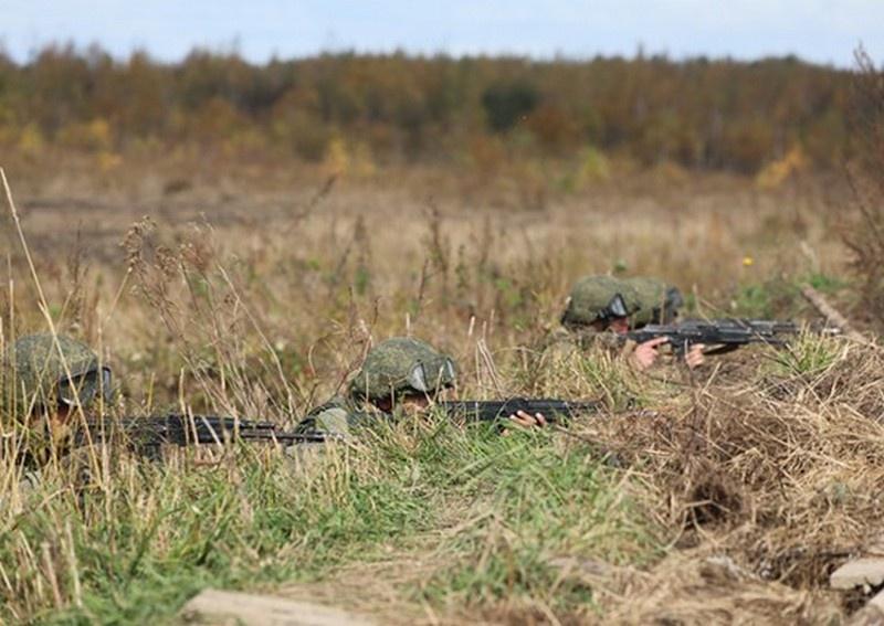 Военнослужащие мотострелковых, танковых, разведывательных, инженерных, артиллерийских, тыловых подразделений и войск связи выполняют учебно-боевые задачи в пяти регионах дислокации объединения.