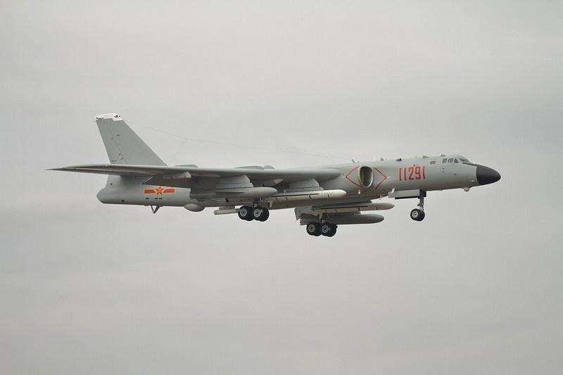 Поступление на вооружение H-6K в комплектации с двухконтурными турбореактивными двигателями позволяет «дотянуться» до целей, которые ранее были недоступны для самолётов семейства Ту-16, отмечают в Пентагоне.