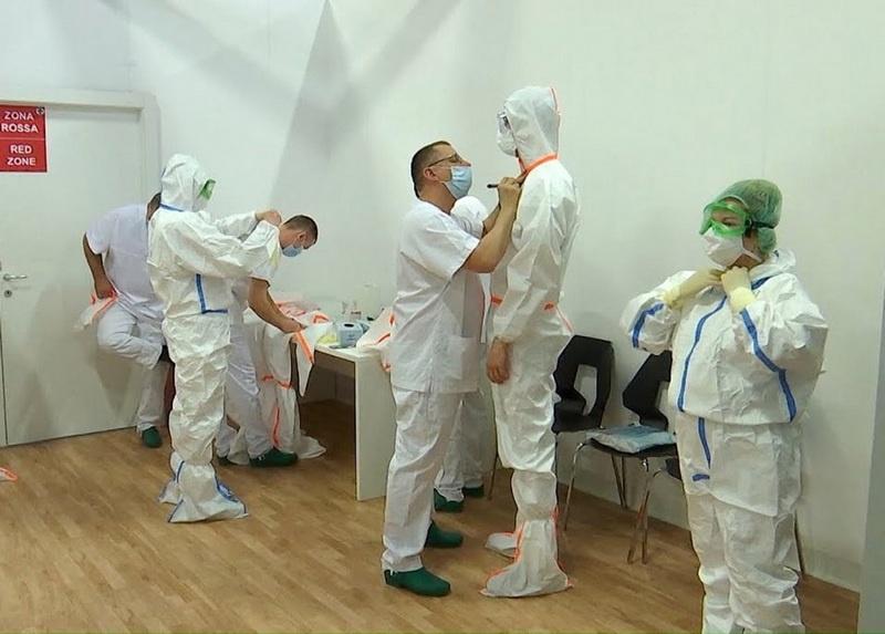 Наши военные медики были полностью оснащены и готовы к работе с первого дня.