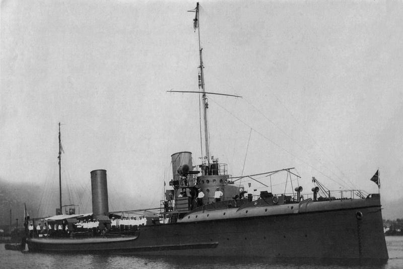 Флагманский корабль Энзелийской операции эскадренный миноносец «Финн» («Карл Либкнехт»).