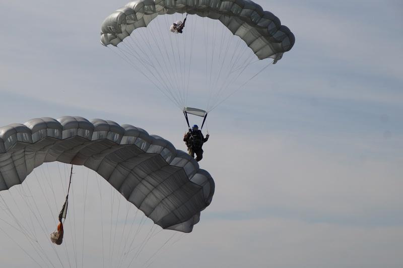 Без умения прыгать с парашютом в подразделениях спецназа делать нечего.