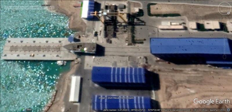 На спутниковом снимке Google Earth от 27 марта 2020 г. судостроительно-судоремонтного завода в п. Уфре г. Туркменбаши уже видны корпусные секции строящегося для ВМС Туркмении корвета длиной 92 м.