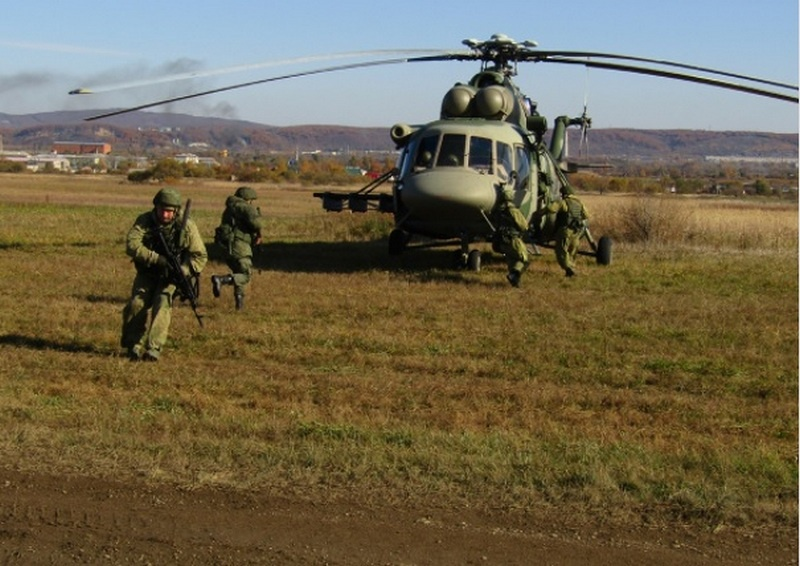 На полигоне Барановский в Приморском крае передовой отряд десантников ведением десантно-штурмовых действий деблокировал аэродром и обеспечил высадку главных сил соединения.