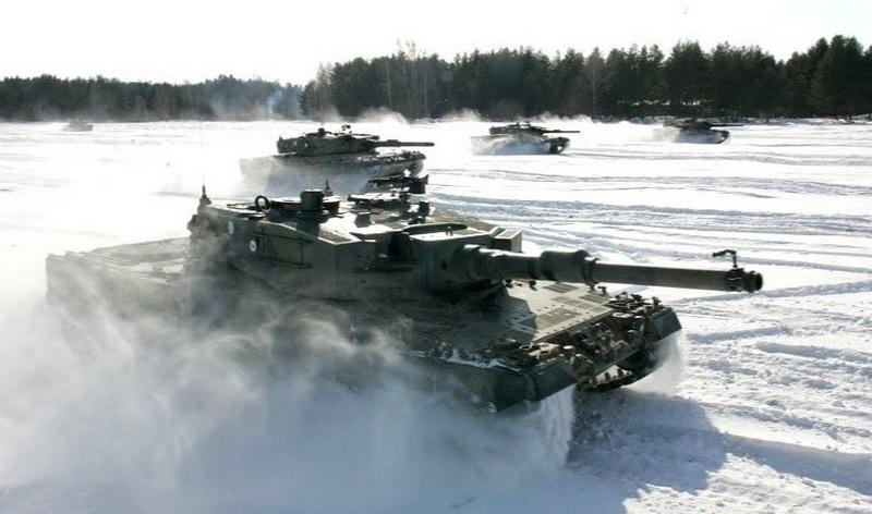 Финские танки Leopard 2A4 во время учений.
