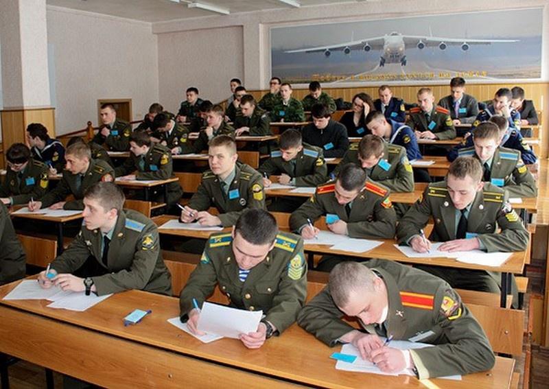 В Минфине решили, что слишком жирно будет военным в срок выслуги включать годы обучения в военном вузе.