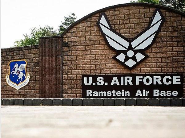 Авиабаза Рамштайн, расположенная в земле Рейнланд-Пфальц, является не только крупнейшей в Германии, но и самым крупным опорным пунктом американских ВВС за пределами США.