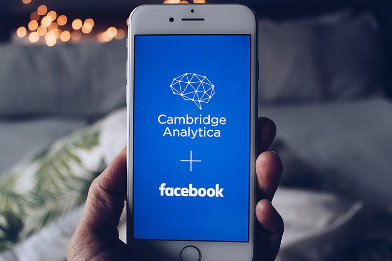 Дело фирмы Cambridge analytics показало степень проникновения современных технологий кастомизированных манипуляций в текущую социальную жизнь человека.