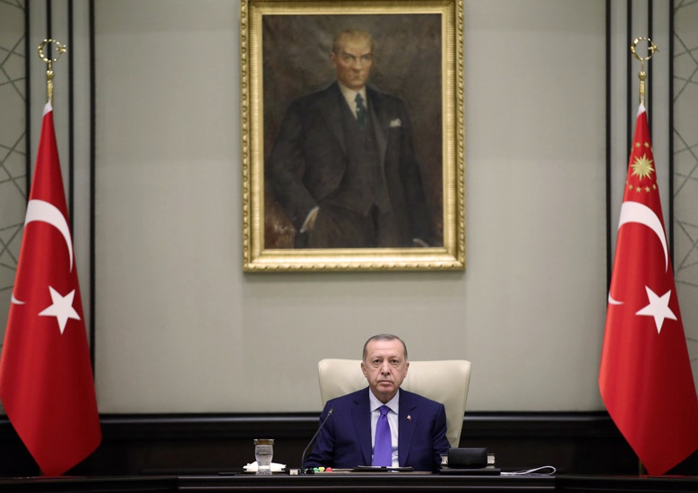 Президент Турции имеет и собственные цели: укрепить влияние в Закавказье, а также авторитет своей страны как будущего лидера тюркского мира.