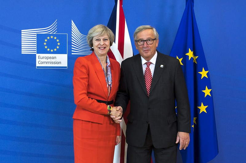 Тереза Мэй и Жан-Клод Юнкер начали согласовывать Brexit еще в октябре 2018 года.