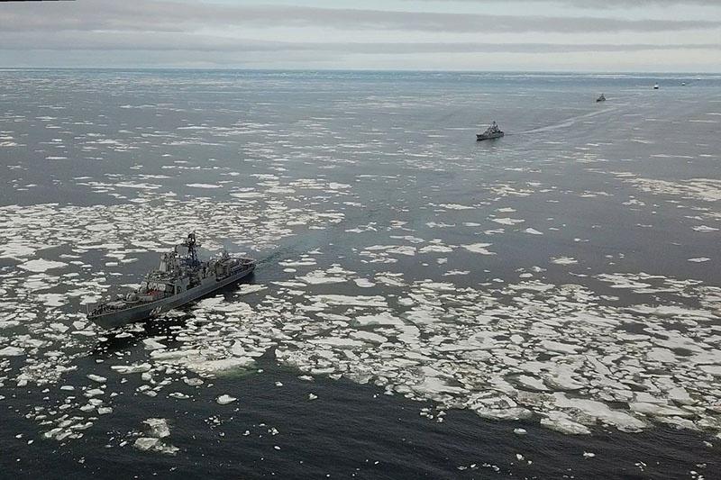 Надводники СФ идут Северным морским путём.