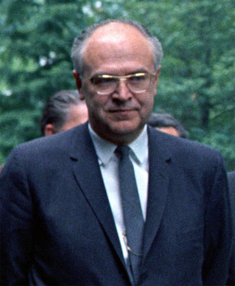 Роберт Кеннеди встретился с послом СССР в США Анатолием Добрыниным.