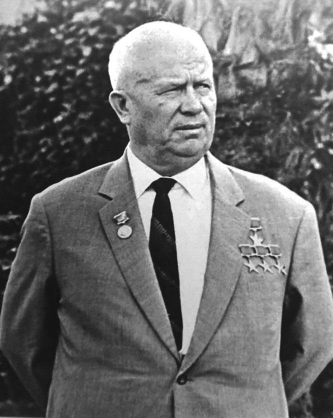 Хрущёв внимательно слушал, что говорил Большаков.