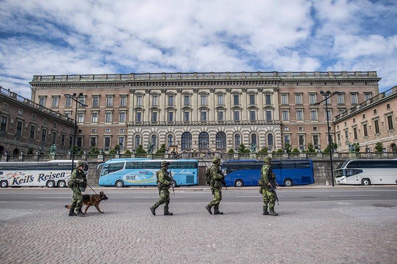 Используя в качестве повода проведение Россией в Балтийском море плановых учений, военно-политическое руководство Швеции привело вооружённые силы страны в состояние полной боевой готовности.