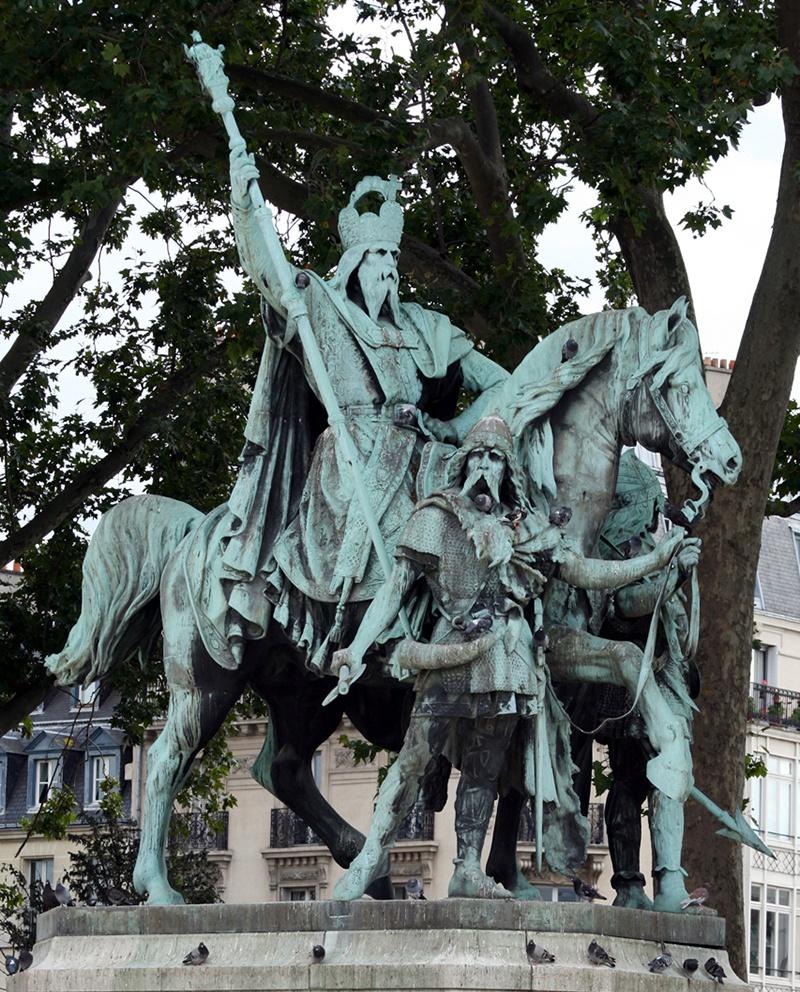 Из школьной системы образования вычеркнули Карла Великого, создателя Священной Римской империи.