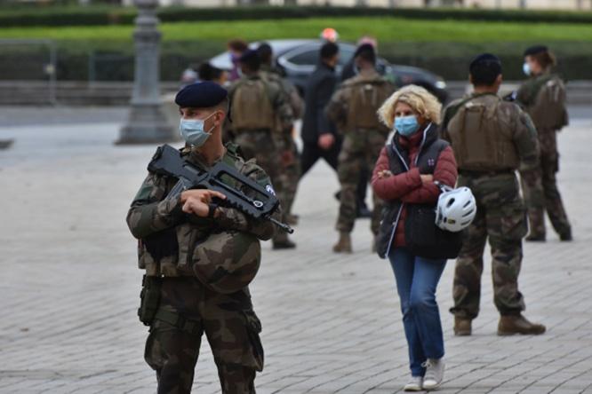 Французской военизированной полиции впервые за последние полвека выдали боевое оружие и боеприпасы.