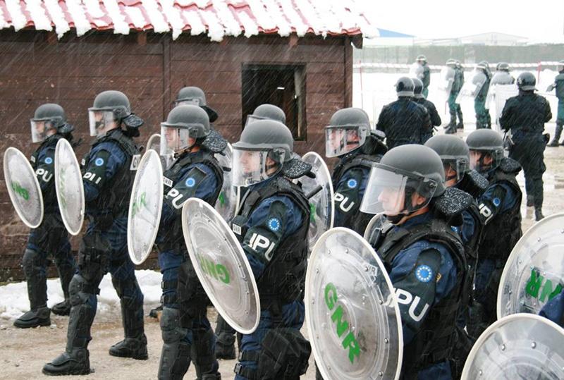 Если французские силы правопорядка не справятся с восстанием, Елисейский дворец может обратиться к силам Европейской полиции - EUROGENDFOR, .