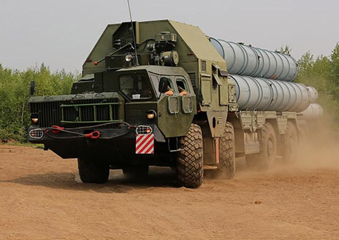 Войска ПВО Армении имеют на вооружении ЗРК С-300ПС первой модификации с дальностью поражения 75 км.