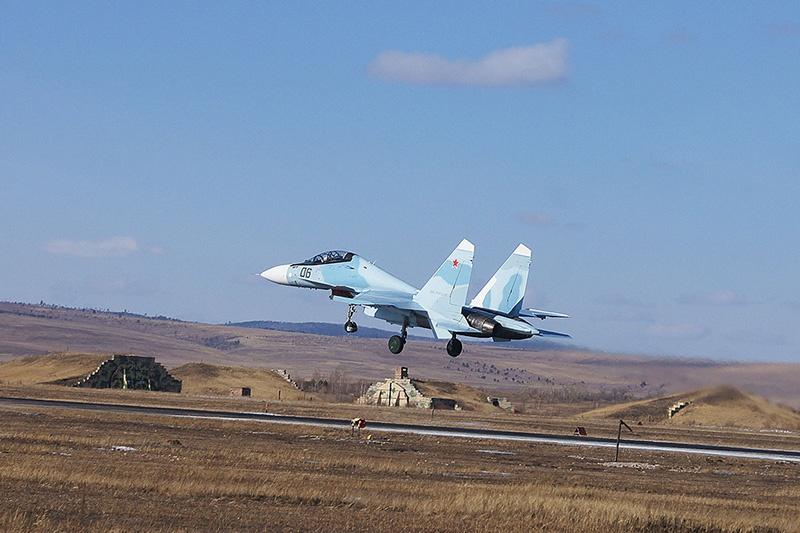 Молодые лётчики ВВО впервые выполнили задачи по перехвату и уничтожению воздушных целей.
