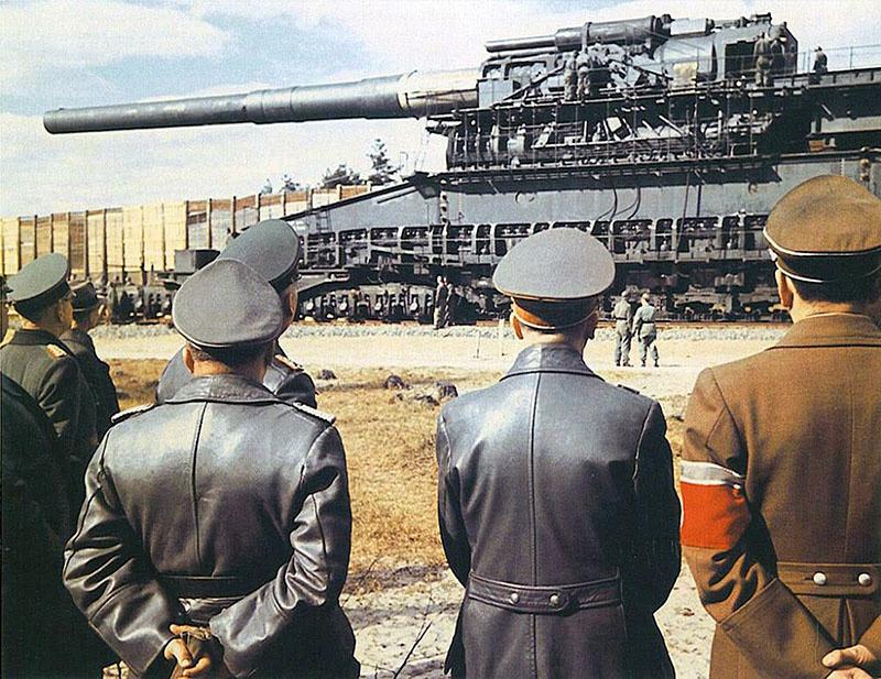«Толстый Густав» - уникальное сверхтяжёлое железнодорожное артиллерийское орудие германской армии.