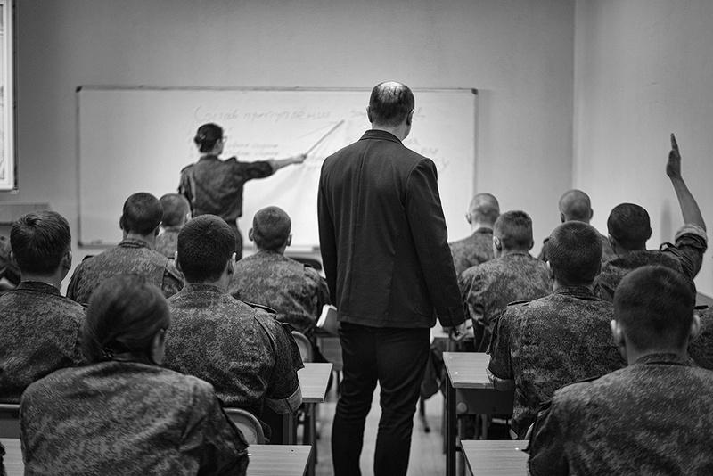 В июле 2015 г., в соответствии с указом главы ДНР, был создан специализированный факультет для выпуска кадровых разведчиков молодой республики.