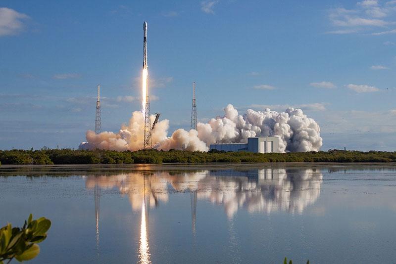 Запуск очередного спутника группировки Илона Маска по раздаче бесплатного интернета.