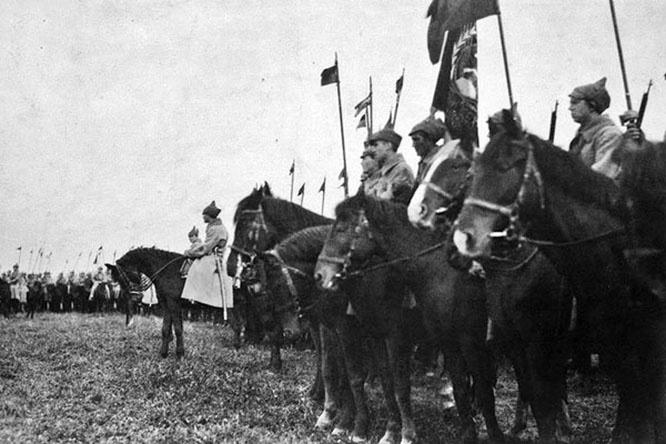 В ноябре 1920 года конные армии после взятия Перекопа сразу же остановились на двухдневный отдых.